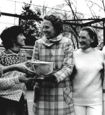 Ethel Kennedy (center) presents the trophy at the 1971 Women's Nationals in Chevy Chase, Maryland, to (from left) B. J. Debree, Gloria Dillenbeck, Peggy Stanton, and Charlotte Lee.