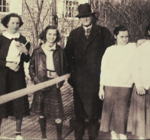 At left, Do Cogswell and Ruth Blanchard. Do Cogswell Deland went on to win two national championships with Hall of Fame inductee Susan Beck Wasch (1962 & 1966). At right, Alice Elazat and Estelle Suarez, New York City play-ground paddle tennis champions. Center, Frank Beal.
